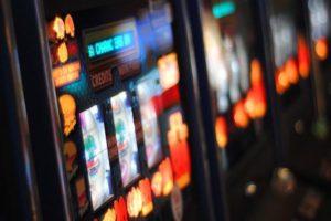"""Coronavirus: Suspenden a empleados en casino por """"razones de fuerza mayor"""""""