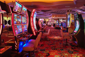 Volvieron los casinos en medio de estrictas normativas de seguridad y sanidad.