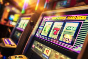 Empleados de casinos de Mendoza cruzan al gobierno