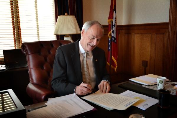 Arkansas gambling bill vetoed.